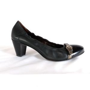 AGL 39.5/9.5 Black Leather Patent Pump S6-16